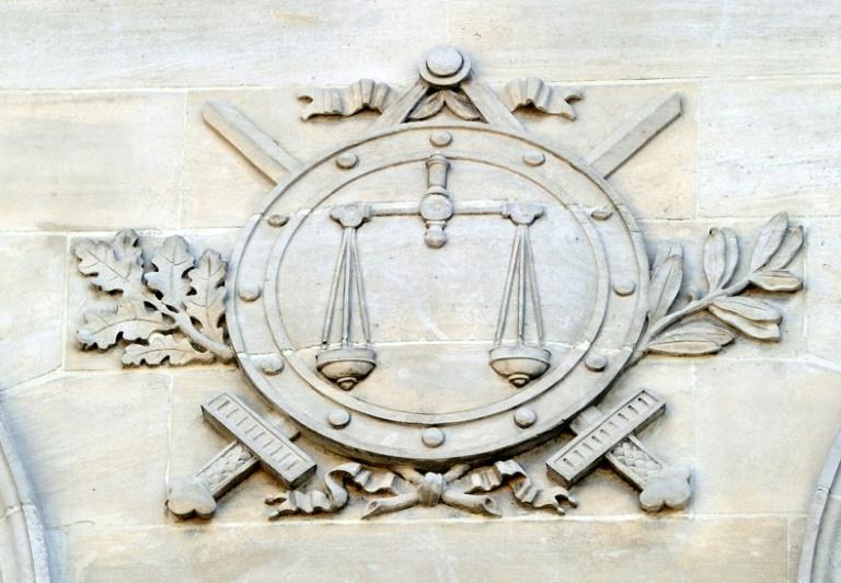 Un Russe qui avait tranché à la hache les mains de sa femme a été condamné jeudi à 14 ans de prison