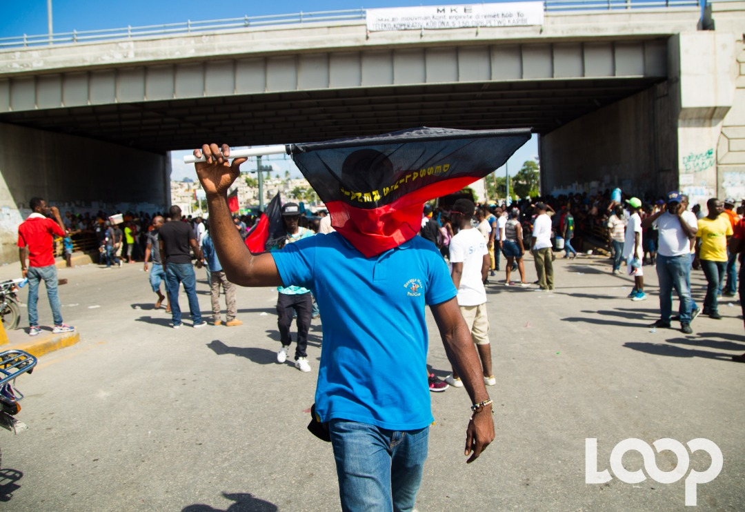 Un manifestant, le 18 novembre dernier/ Photo: Luckenson Jean/ Loop Haiti