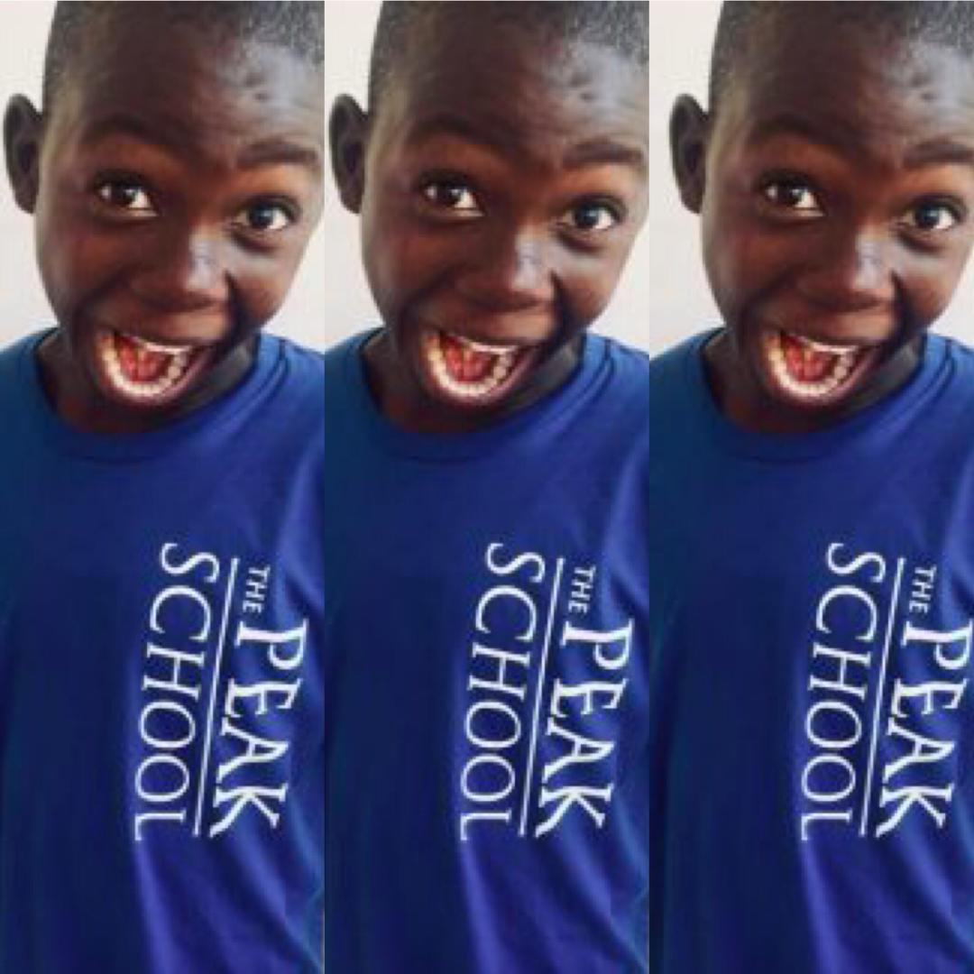 Cet enfant haïtien, cireur de bottes, reçoit une bourse d'études pour les Etats-Unis.