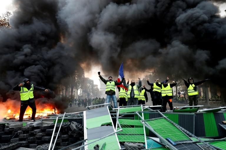"""Les Champs-Elysées dimanche 25 novembre 2018, au lendemain de la manifestation des """"gilets jaunes"""", émaillée de heurts avec les forces de l'ordre"""