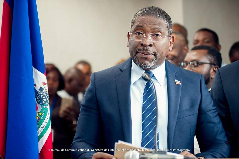 Photo : Le Ministre l'Intérieur et des Collectivités Territoriales, M. Jean-Marie Reynaldo BRUNET - Crédit Photo : Page FB MICT