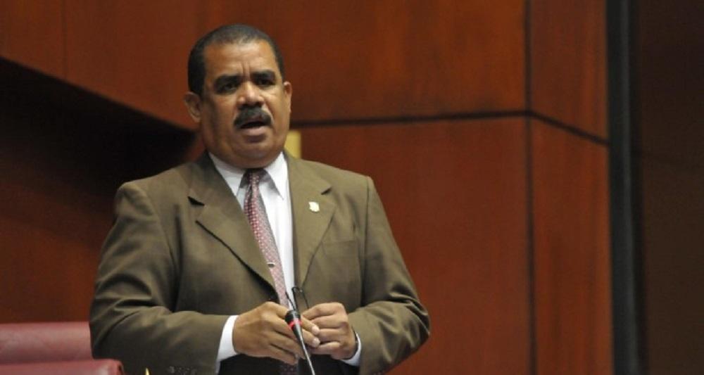 Ce sénateur dominicain veut construire un mur à la frontière. Crédit: La Revista Diaria