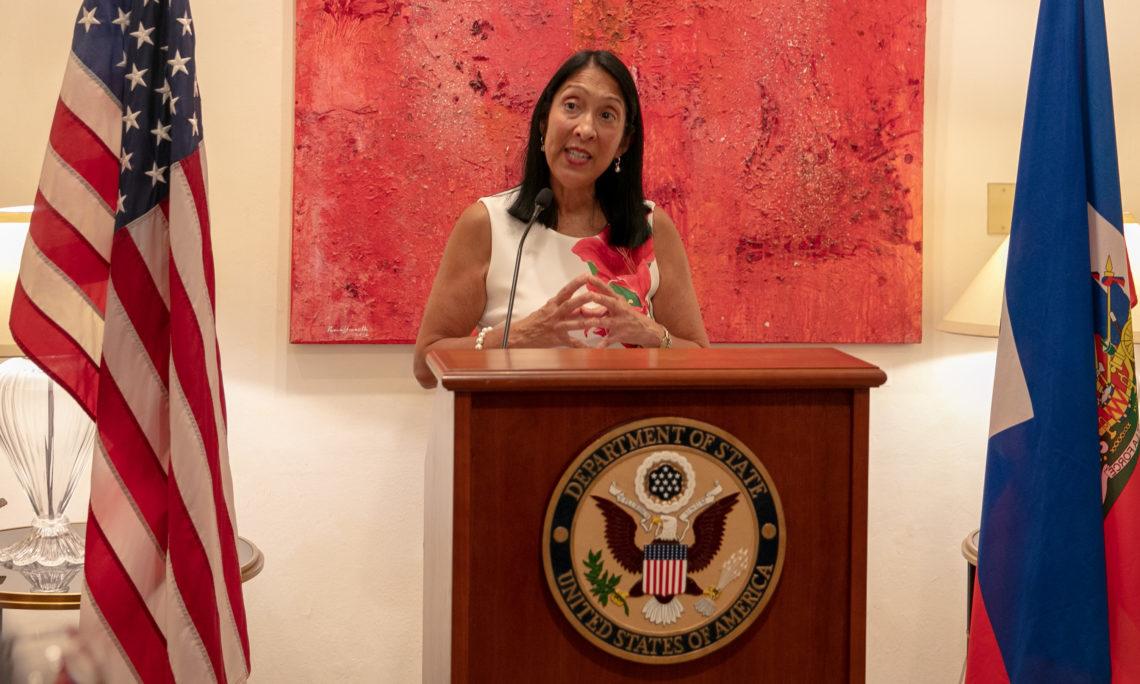 L'ambassadeuraméricaine à Port-au-Prince, Michele Jeanne Sison