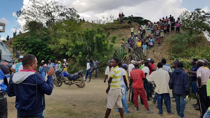 Vidéo: Un groupe d'Haïtiens s'attaquent à un médecin dominicain