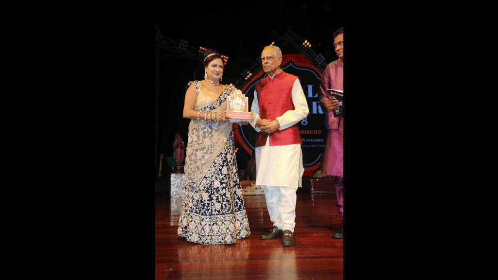 Opposition leader Kamla Persad-Bissessar accepts an Award of Recognition from the NCIC at the Divali Nagar.