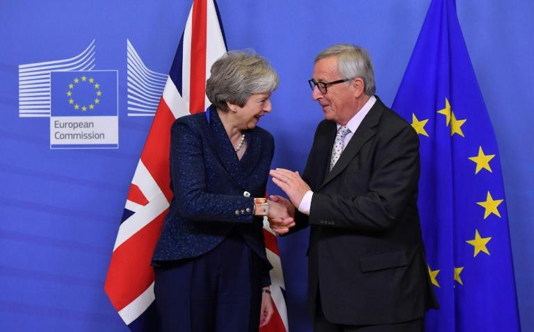 """Ce """"traité de retrait"""" inédit devra encore passer l'épreuve de la ratification du Parlement européen et surtout celle du parlement britannique avant d'entrer en vigueur le 29 mars 2019"""