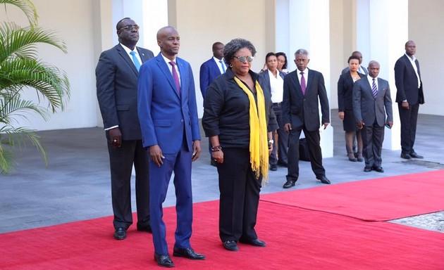 Photo : La première ministre de la Barbade Mia Amor Mottley et le chef de l'Etat Jovenel Moïse - Crédit Photo : La présidence