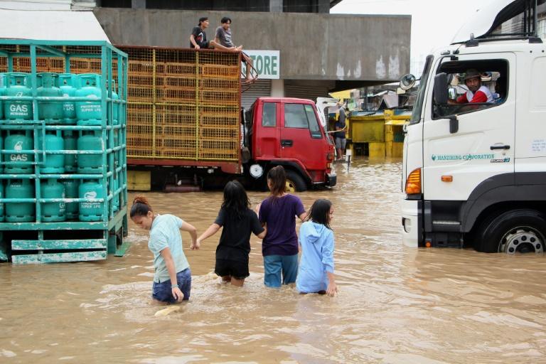 Quatre tués et des milliers de citoyens évacués — Tempête aux Philippines