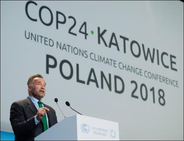 Arnold Schwarzenegger est venu en Pologne pour la 24e conférence annuelle de l'ONU sur le climat, où il a prononcé un discours lundi. (photo: AFP/Janek Skarzynski)