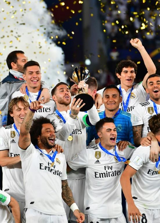 Le capitaine du Real Madrid Sergio Ramos marque de la tête contre Al-Ain en finale du Mondial des clubs le 22 décembre 2018 à Abu Dabi