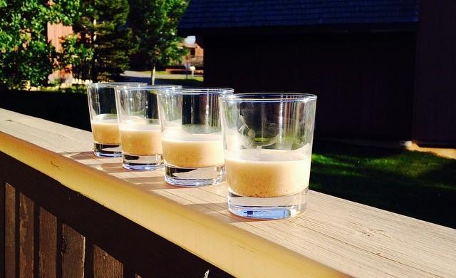 Illustration des verres de crémasses haïtiens fabriqués à base du lait de noix de Coco.  Crédit Photo : L'Unionsuite.com