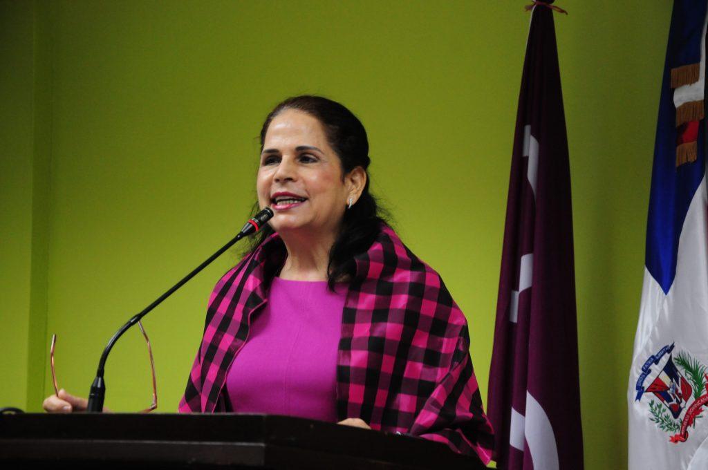 RD: Une écrivaine menacée pour avoir pris la défense des Haïtiens. Photo: