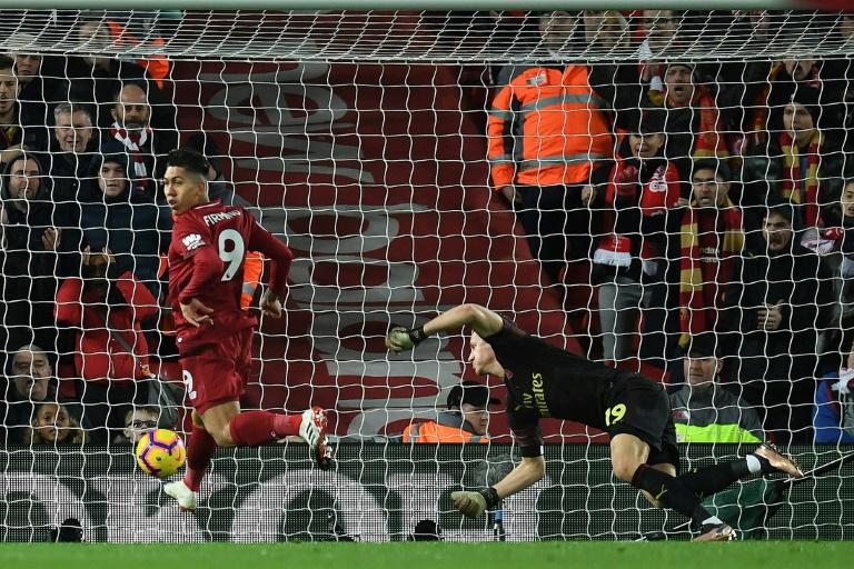 Roberto Firmino (g) auteur d'un triplé pour Liverpool lors de la victoire face à Arsenal 5-1 le 29 décembre 2018