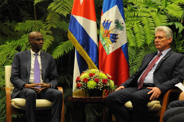 Le président Haïtien Jovenel Moïse, arrivé à Cuba en visite officielle avec son homologue, le président des Conseils d'État et des ministres cubain, Miguel Diaz-Canel
