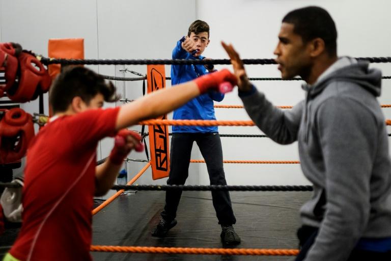 Depuis qu'il a perdu la vue Jorge Pina, l'ancien champion amateur des poids moyens, montre des enchaînements de boxe à des enfants défavorisés de Lisbonne. A la fondation Jorge Pina, le 22 février 2017