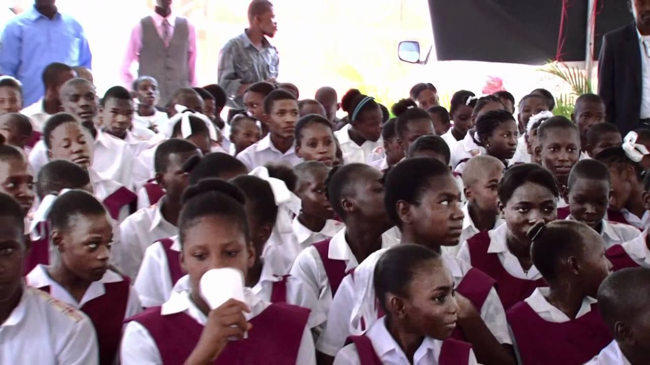 Des élèves du collège Andrew Grene lors de la cérémonie du lancement de cet école. Crédit Photo : Fondation Digicel