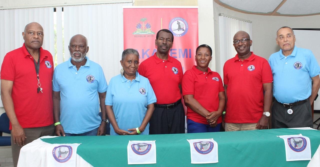 Le nouveau conseil d'administration de l'académie créole haïtien. Crédit Photo : Page Facebook AKA
