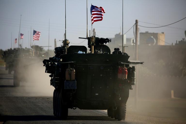 (ARCHIVES) Des véhicules blindés américains près de la ville syrienne de Manbij le 5 mars 2017
