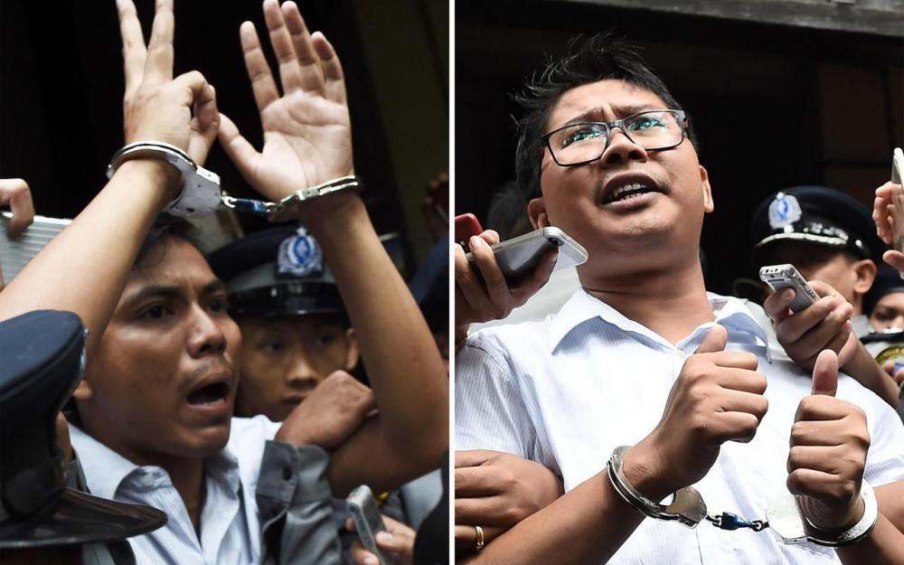 Kyaw Soe Oo (à gauche) et Wa Lone (à droite), condamnés à sept ans de prison en Birmanie (lundi 3 septembre 2018). Ye Aung THU/AFP