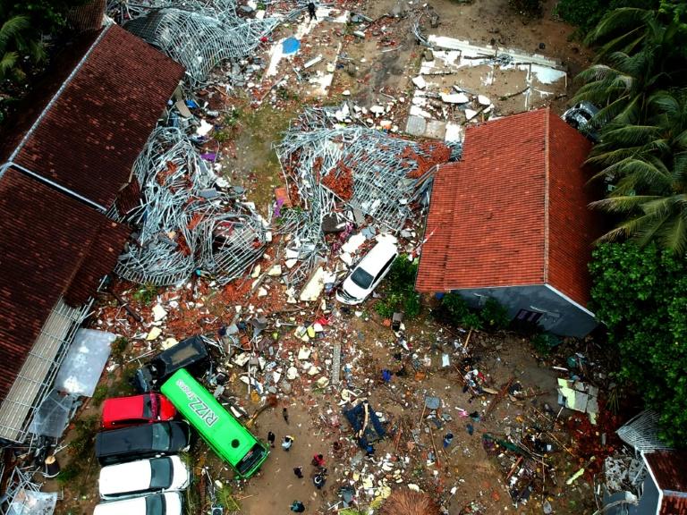 Des maisons détruites à Sumur, sur l'Ile de Java, le 24 décembre 2018, deux jours après le tsunami qui a frappé l'Indonésie