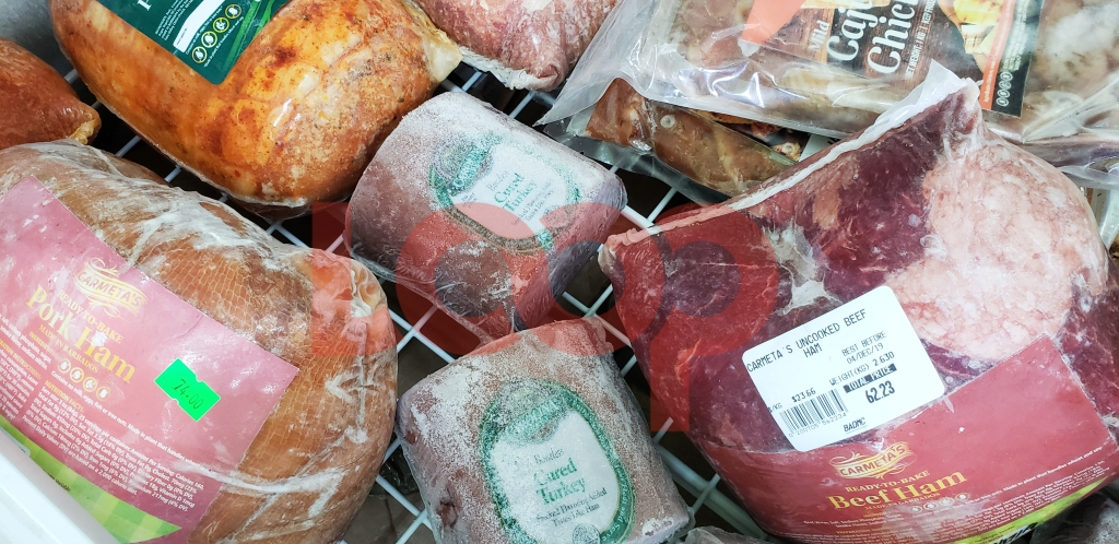 The beef ham and pork ham are selling like hot cakes.