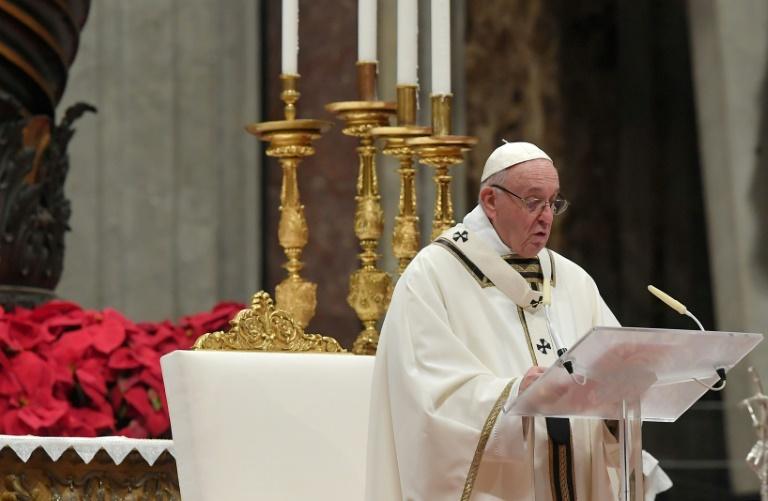 Le pape François célébrant la messe de Noël le 24 décembre 2018 à la Basilique Saint-Pierre à Rome