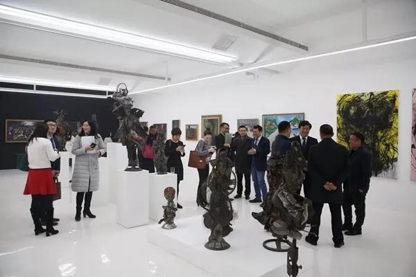 Environ une cinquantaine d'œuvres de peinture et de sculpture exposées jusqu'au 17 février 2019 au Tiandi Art Center, un musée chinois qui sert de vitrine pour une palette d'artistes issus de Port-au-Prince et de la diaspora.