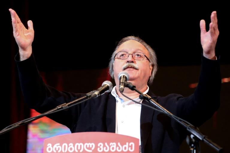 Salomé Zourabichvili, candidate à la présidentielle, fait une déclaration aux médias, le 28 novembre 2018 à Tbilissi, en Géorgie