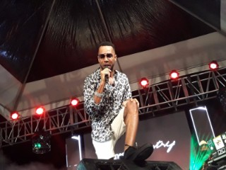 Cham during his performance at Hennessy Artistry on the Beach.