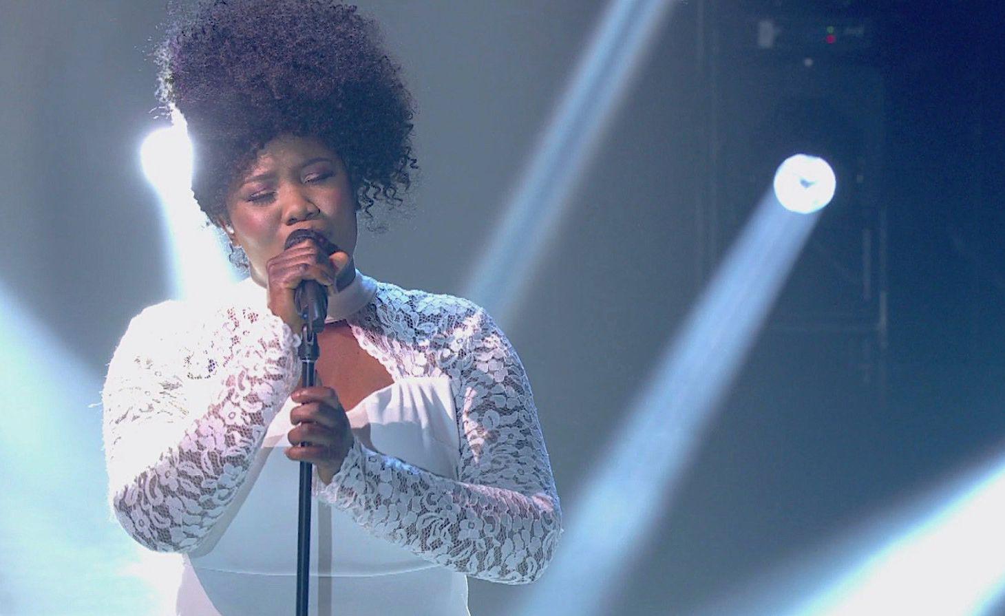 Yama Laurent lors d'une prestation au concours La Voix/ Photo: Showbizznet