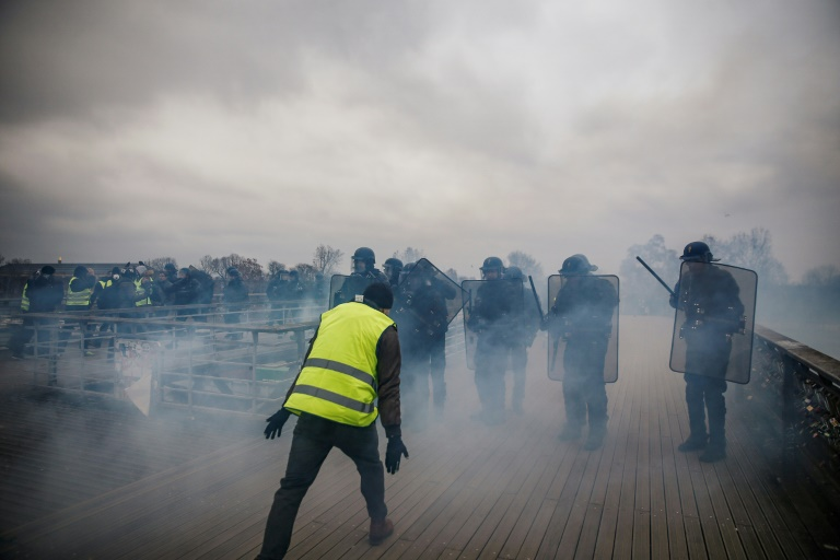 """Heurts entre forces de l'ordre et manifestants lors de """"l'acte VIII"""" des manifestations des """"gilets jaunes"""" à Paris, le 5 janvier 2019"""