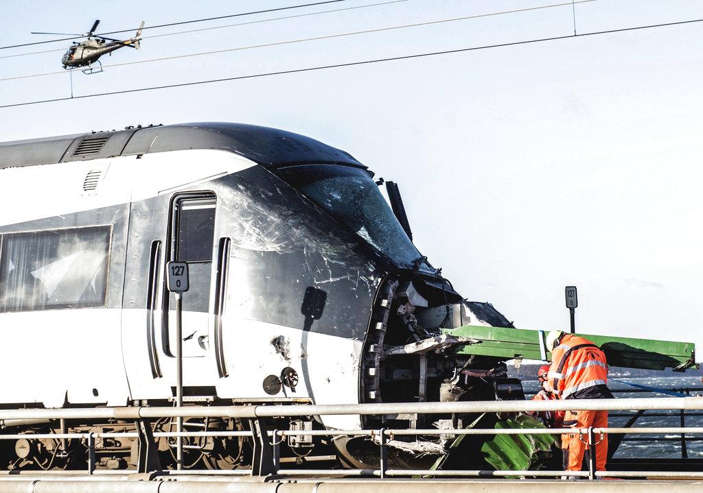 Rescue workers at the site of a train accident on Great Belt Bridge in Nyborg, in Denmark, Wednesday, Jan. 2, 2019. (Tim Kildeborg Jensen/Ritzau Scanpix via AP)
