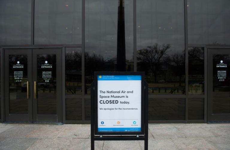 """Un panneau """"stop"""" près de la Maison Blanche, photographié durant le """"shutdown"""", la fermeture partielle des administrations américaines, à Washington le 27 décembre 2018"""