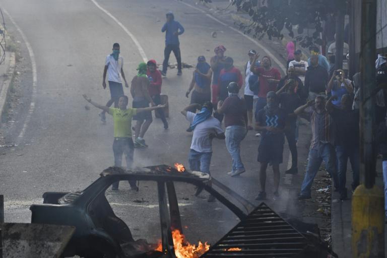 Des militants de l'opposition participent à une marche, le 23 janvier 2019 à Caracas, au Venezuela