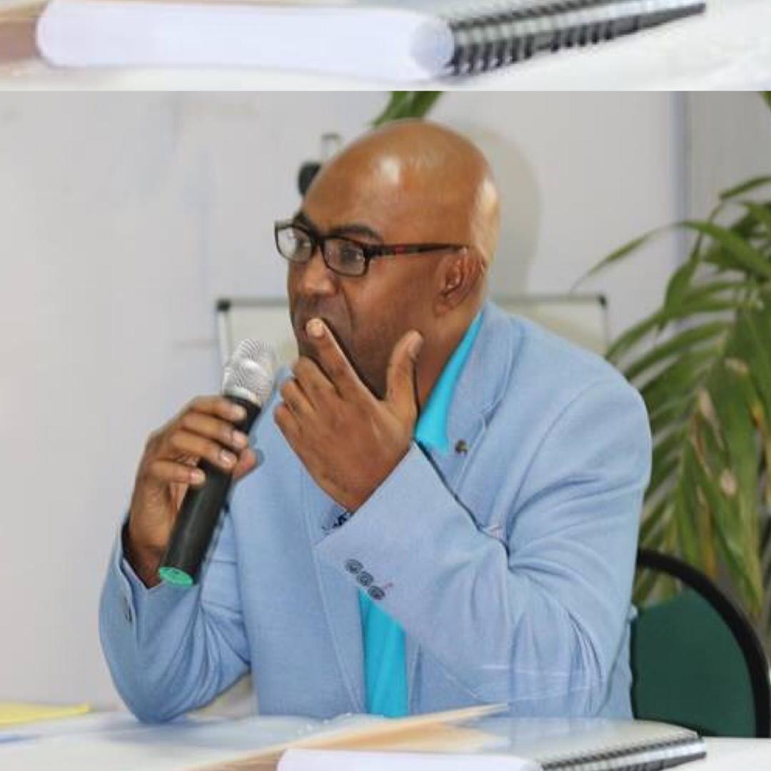 Pierre Maxwell Belle-Fleur, lors de la présentation de la première soutenance de thèse doctorale de l'UEH.