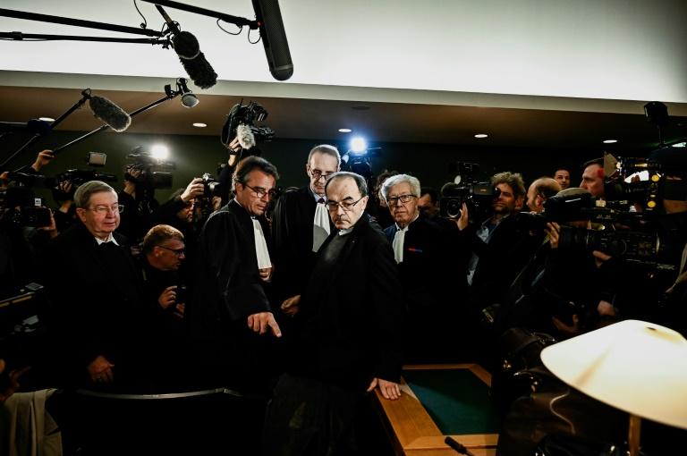 Le cardinal Philippe Barbarin à son arrivée au tribunal correctionnel de Lyon lundi 7 janvier 2019