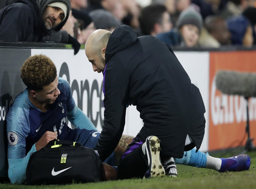 Tottenham Hotspur's Dele Alli recives medical attention to an injury off the field of play during the English Premier League football match against Fulham  at Craven Cottage in London, Sunday, Jan. 20, 2019.
