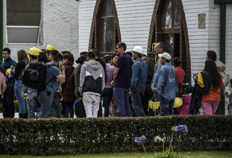Des forces de l'ordre devant l'école de la police à Bogota où un attentat a fait 21 morts et 68 blessés le 17 janvier 2019
