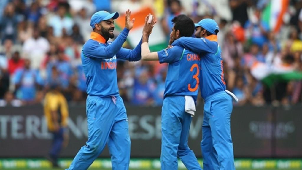 Virat Kohli celebrates with Yuzvendra Chahal.