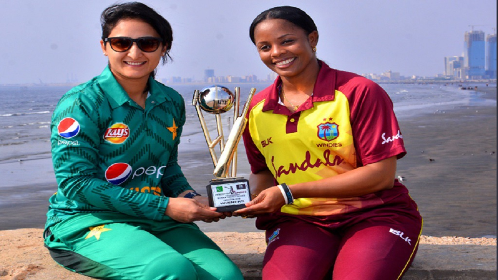 West Indies captain Merissa Aguilleira (right) and Pakistan captain Bismah Maroof pose with the T20I trophy.