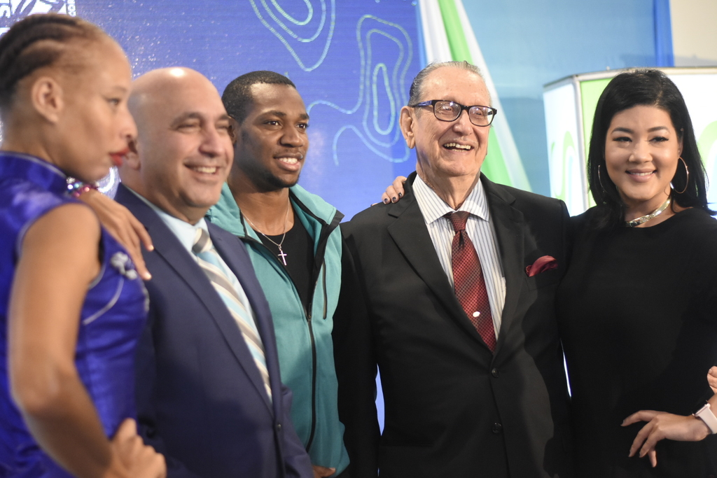 Sagicor Foundation Chairman R Danny Williams (second right) and Sagicor Group Jamaica CEO Christopher Zacca share lens with 2019 Sigma Run ambassadors: model Stacey McKenzie (right), Olympian Yohan Blake (centre) and singer Tessanne Chin (right) at the launch. (Photo: Marlon Reid)