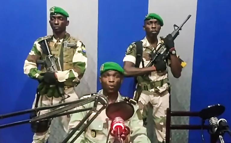 Pour la première fois dans l'histoire du Gabon, un groupe de militaires est apparu lundi à l'aube à la radiotélévision nationale, appelant à un soulèvement et annonçant la prochaine formation d'un « Conseil national de restauration » de la démocratie.