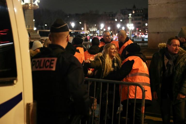Des gendarmes en patrouille sur les Champs Elysées, le 31 décembre 2018 à Paris