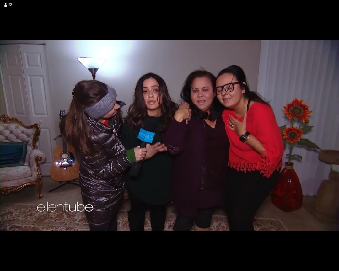 Fernanda et sa famille se faisant surprendre chez elles par Ellen Show.