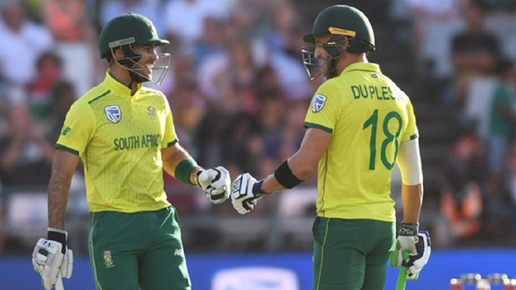 Reeza Hendrick (left) and Faf du Plessis were both in the runs for South Africa in Cape Town.