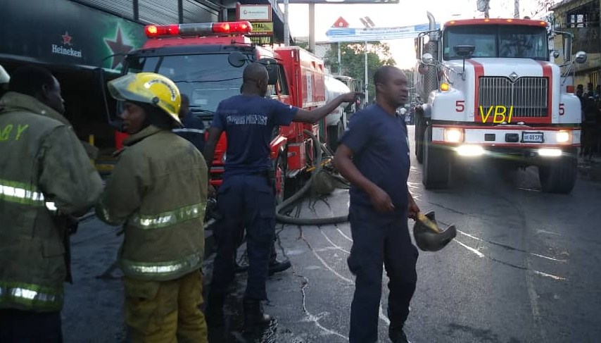 Des sapeurs pompiers en concertation à l'avenue panaméricaine (photo VBI)