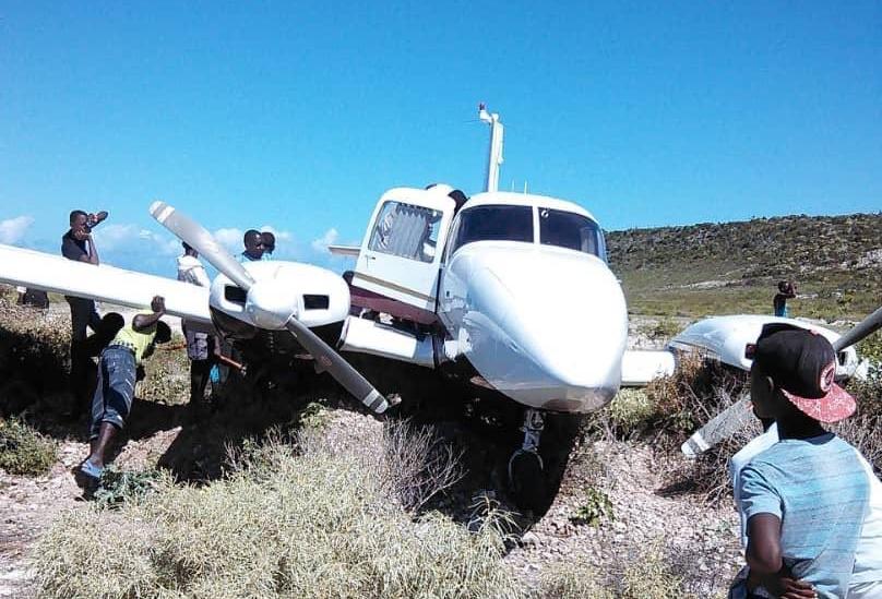 L'avion aux abords duquel des agents de la PNH ont saisi des produits revenant du trafic illicite de drogue le 9 février 2019.