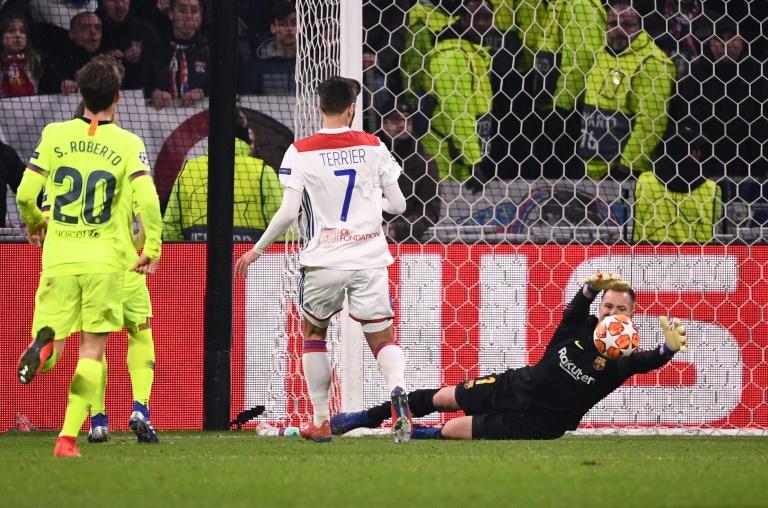 Lionel Messi et le Barça butent sur le gardien lyonnais Anthony Lopes en 8e de finale aller de la Ligue des champions au Parc OL, le 19 février 2019