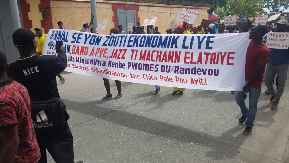 Des artisans de Jacmel manifestent ce mardi 12 février pour exiger du Ministère de la Culture la tenue du carnaval dans leur ville.