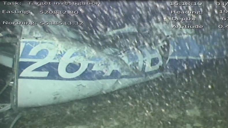 Capture d'écran d'une vidéo du Bureau d'enquête britannique sur les accidents aériens (AAIB) montrant un morceau de l'épave de l'avion transportant Emiliano Sala qui s'est abîmé dans la Manche